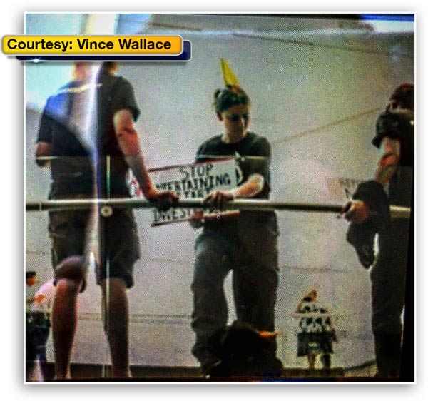 <div class='meta'><div class='origin-logo' data-origin='WPVI'></div><span class='caption-text' data-credit=''>Demonstrators tied themselves to a railing at the Comcast Center in Philadelphia as the city prepared for Day 3 of the Democratic National Convention.</span></div>
