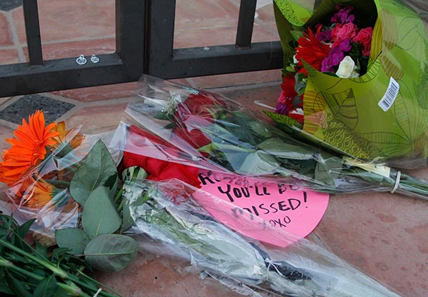 "<div class=""meta ""><span class=""caption-text "">Flowers lie in front of the home of Robin Williams, Monday, Aug. 11, 2014 in Tiburon, Calif.  (AP Photo/George Nikitin)</span></div>"