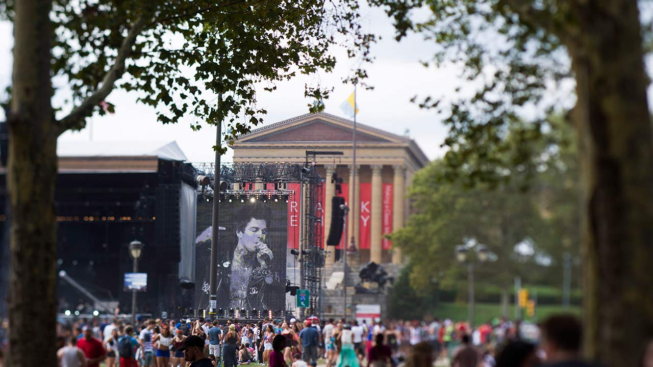"""<div class=""""meta image-caption""""><div class=""""origin-logo origin-image """"><span></span></div><span class=""""caption-text"""">The Neighbourhood performs on the """"Rocky"""" stage in front of the Philadelphia Museum of Art on day one of the Budweiser Made in America Festival on Saturday, Aug. 30, 2014. (Charles Sykes/Invision/AP)</span></div>"""