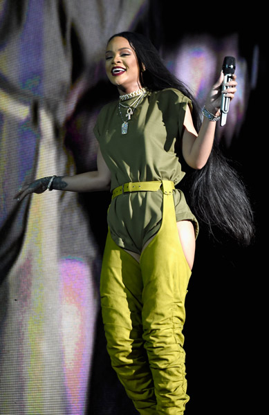 <div class='meta'><div class='origin-logo' data-origin='WPVI'></div><span class='caption-text' data-credit='Photo by Kevin Mazur/Getty Images for Anheuser-Busch'>Rihanna performs onstage during the 2016 Budweiser Made in America Festival at Benjamin Franklin Parkway on September 3, 2016 in Philadelphia, Pennsylvania.</span></div>