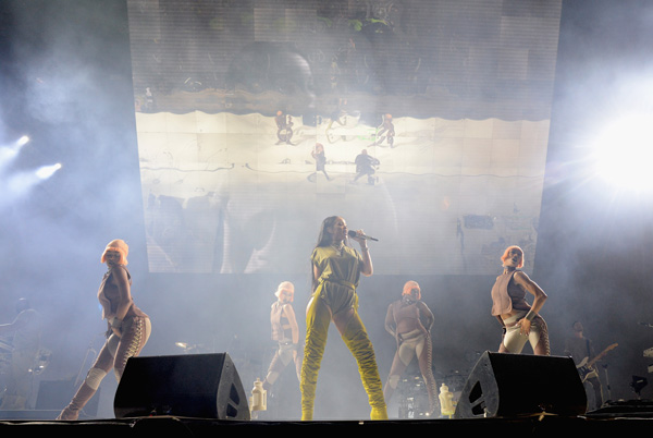 <div class='meta'><div class='origin-logo' data-origin='WPVI'></div><span class='caption-text' data-credit='Photo by Kevin Mazur/Getty Images for Anheuser-Busch'>Rihanna performs onstage during the 2016 Budweiser Made in America Festival at Benjamin Franklin Parkway on September 3, 2016 in Philadelphia, Pennsylvania. 1.</span></div>