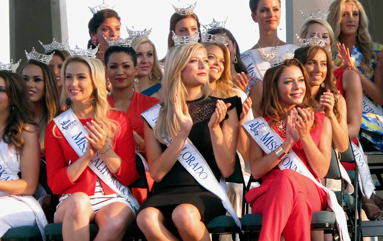"<div class=""meta image-caption""><div class=""origin-logo origin-image ap""><span>AP</span></div><span class=""caption-text"">Contestants at the traditional Miss America welcome ceremony on the Atlantic City Boardwalk on Tuesday, Sept. 1, 2015. (AP Photo/Wayne Parry)</span></div>"