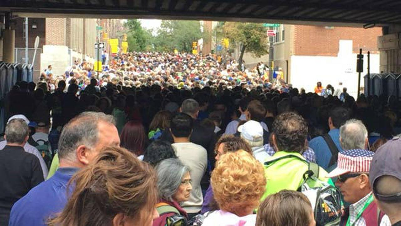PHOTOS: Crowds gather at Parkway for papal Mass