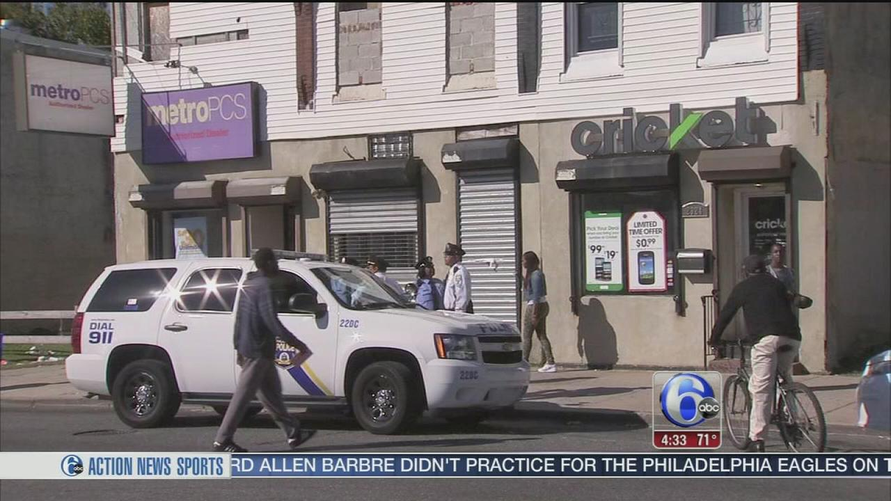 VIDEO: Cell phone store robbed in Strawberry Mansion