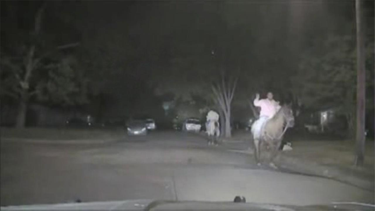 Police chase Texas suspects on horseback