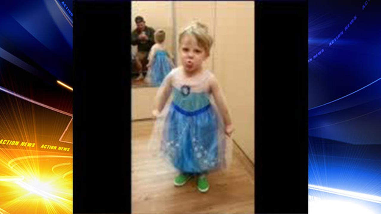 VIDEO: Dad lets son choose Elsa Halloween costume