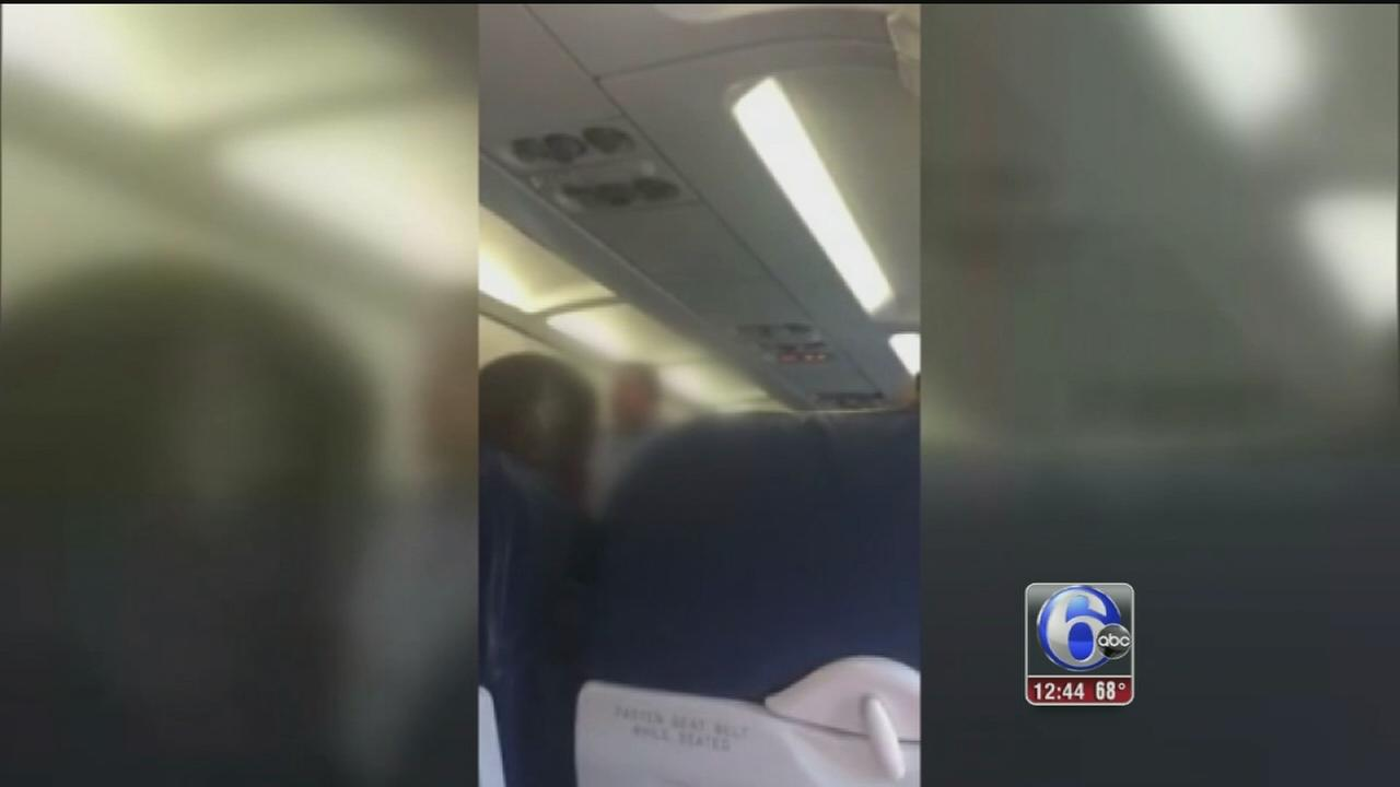VIDEO: Passengers boo American Airlines flight crew