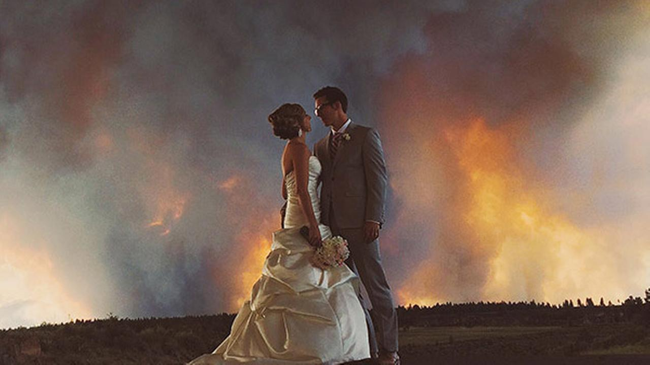 PHOTOS: Couple weds as wildfire burns