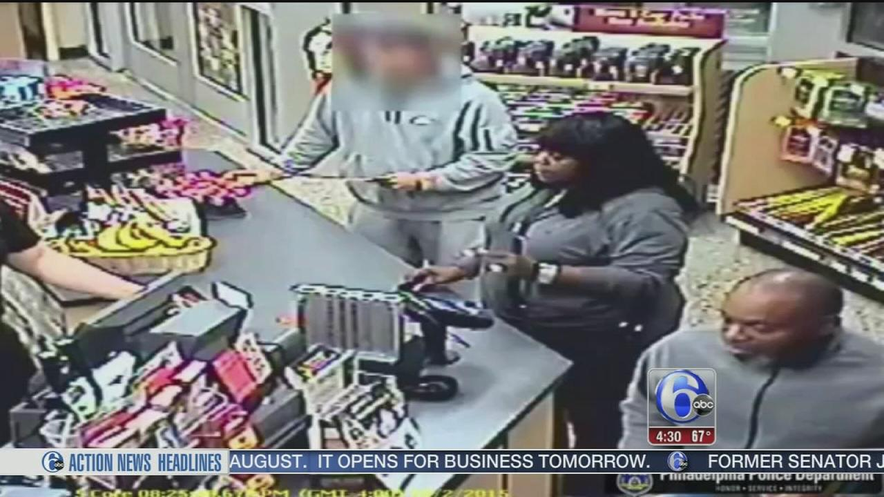 VIDEO: Suspects steal credit cards from senior citizen