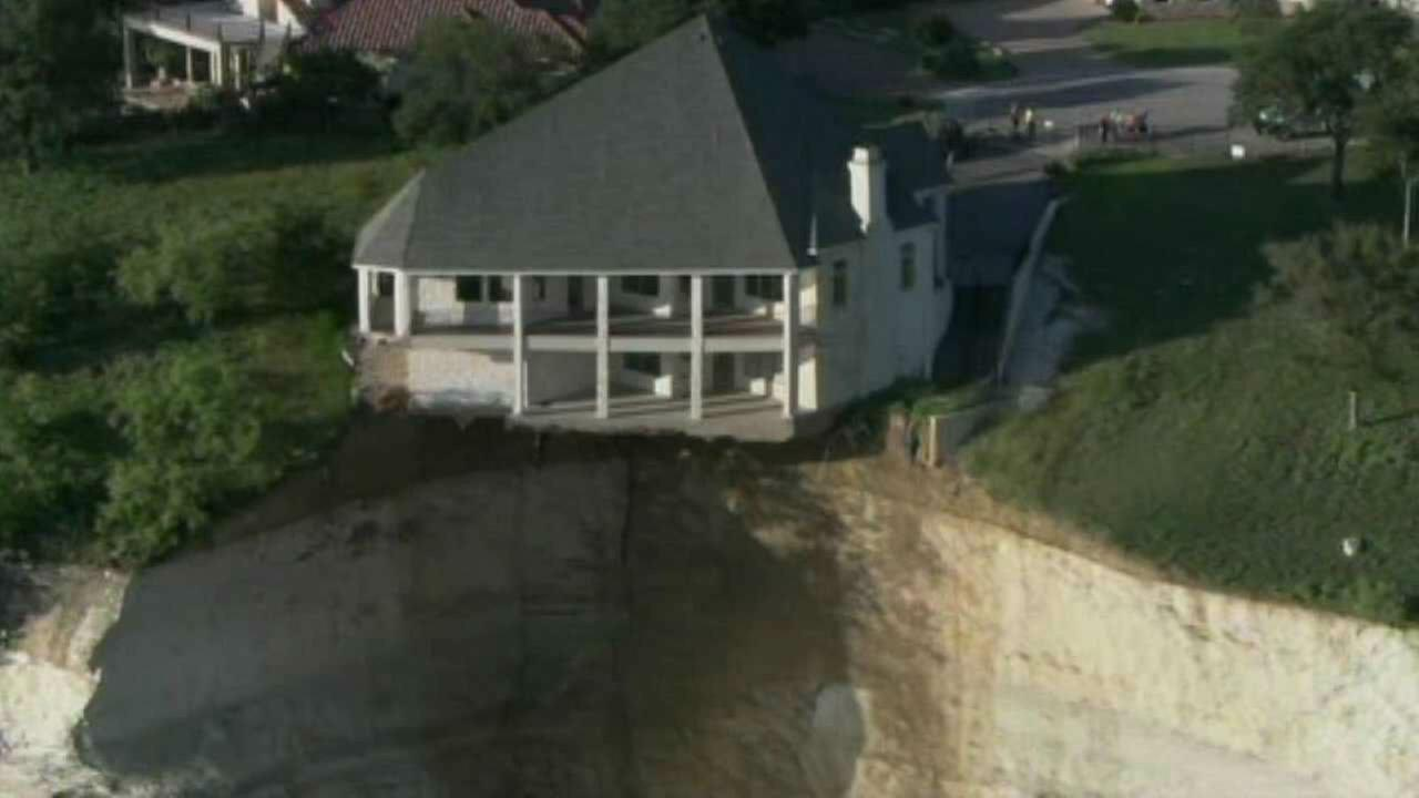 PHOTOS: Luxury home dangling off a cliff