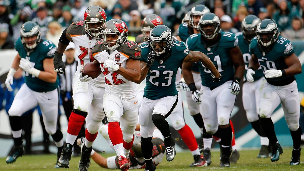 Tampa Bay Buccaneers Doug Martin (22) rushes during the first half of an NFL football game against the Philadelphia Eagles, Sunday, Nov. 22, 2015, in Philadelphia.