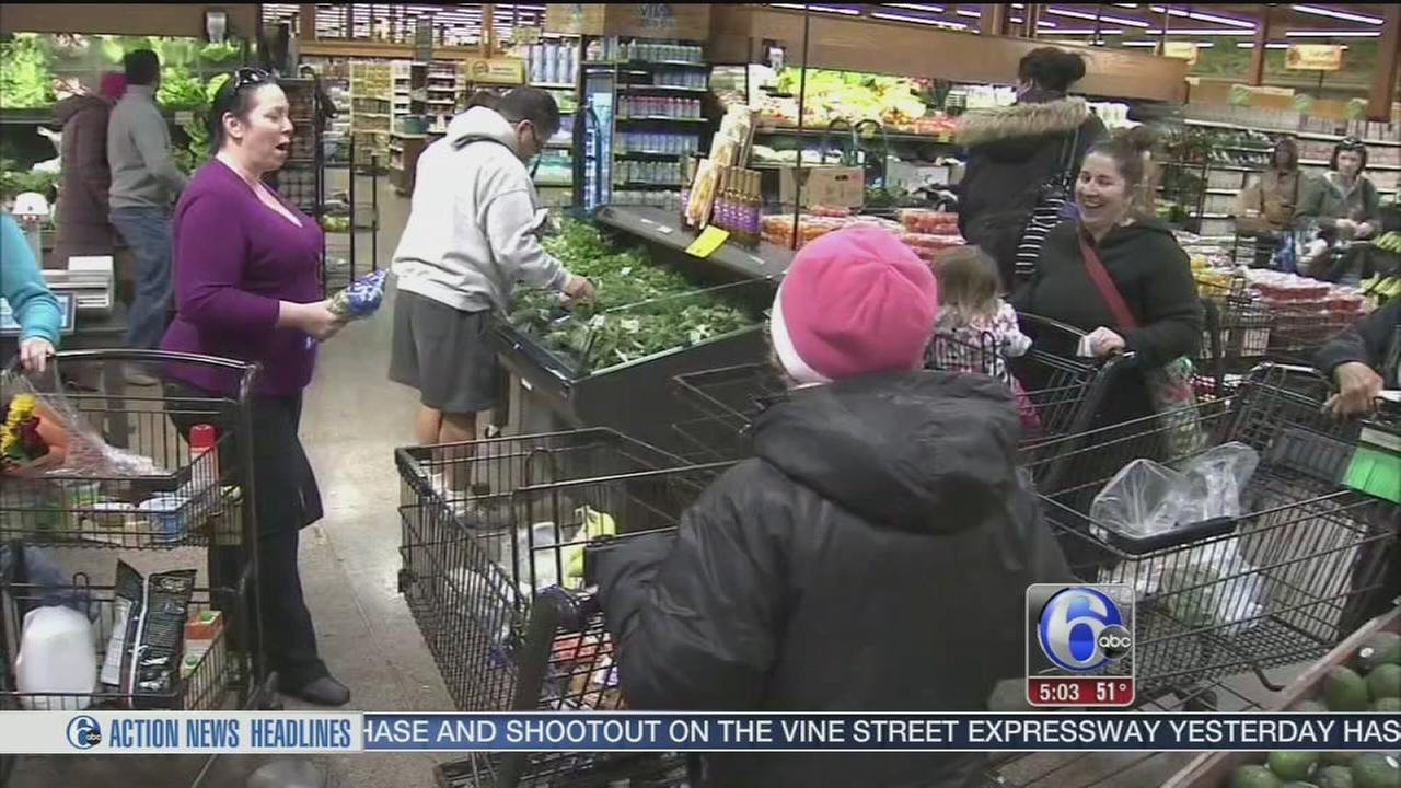 VIDEO: Thanksgiving Eve grocery store blitz