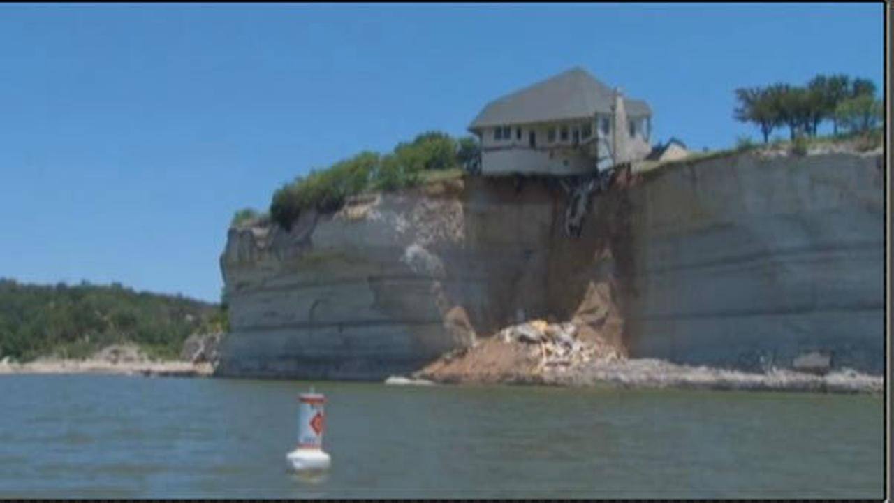 Luxury home dangles from cliff in Texas