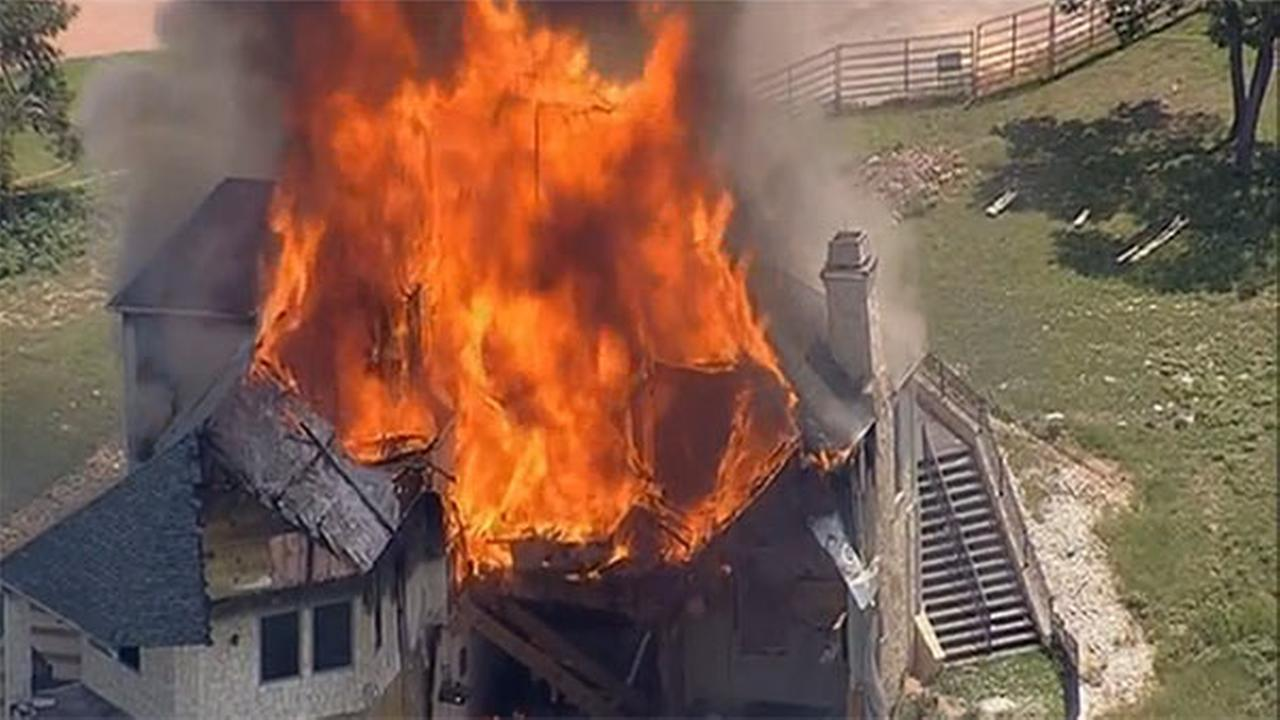 Texas house, dangling from cliff, burned down