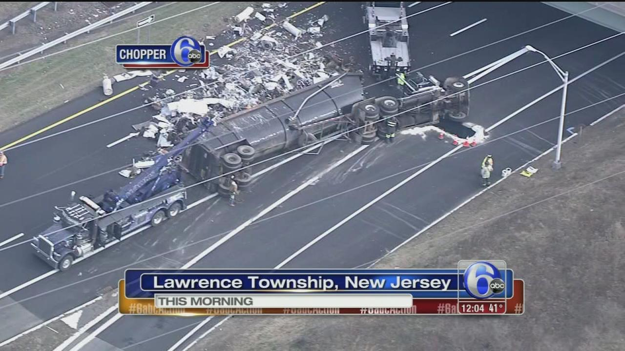VIDEO: Overturned truck blocks I-95