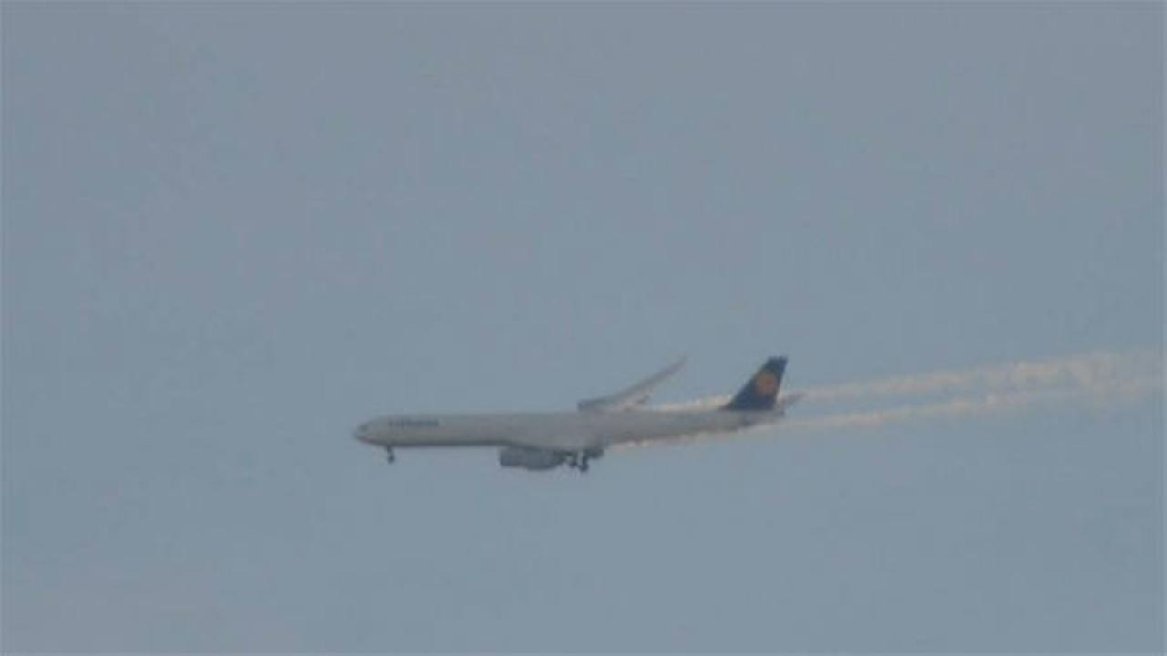 PHOTOS: Lufthansa emergency landing at PHL <span class=meta>(Brian Milito)</span>