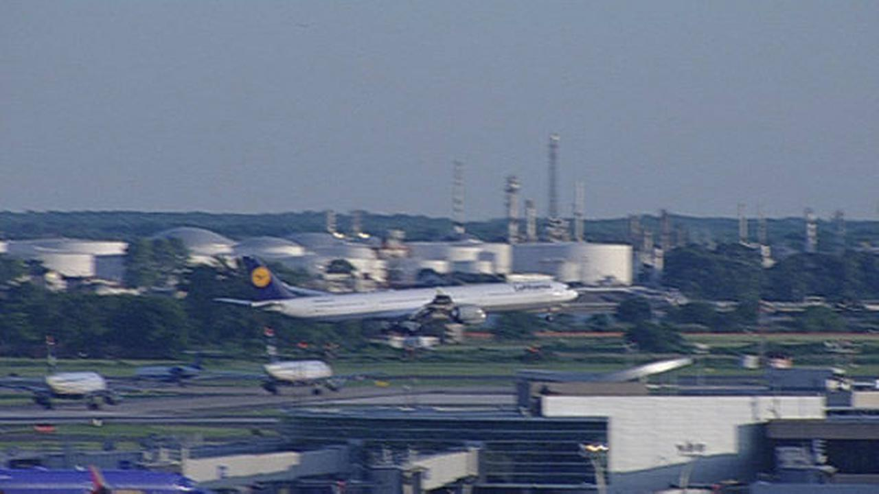 PHOTOS: Lufthansa emergency landing at PHL