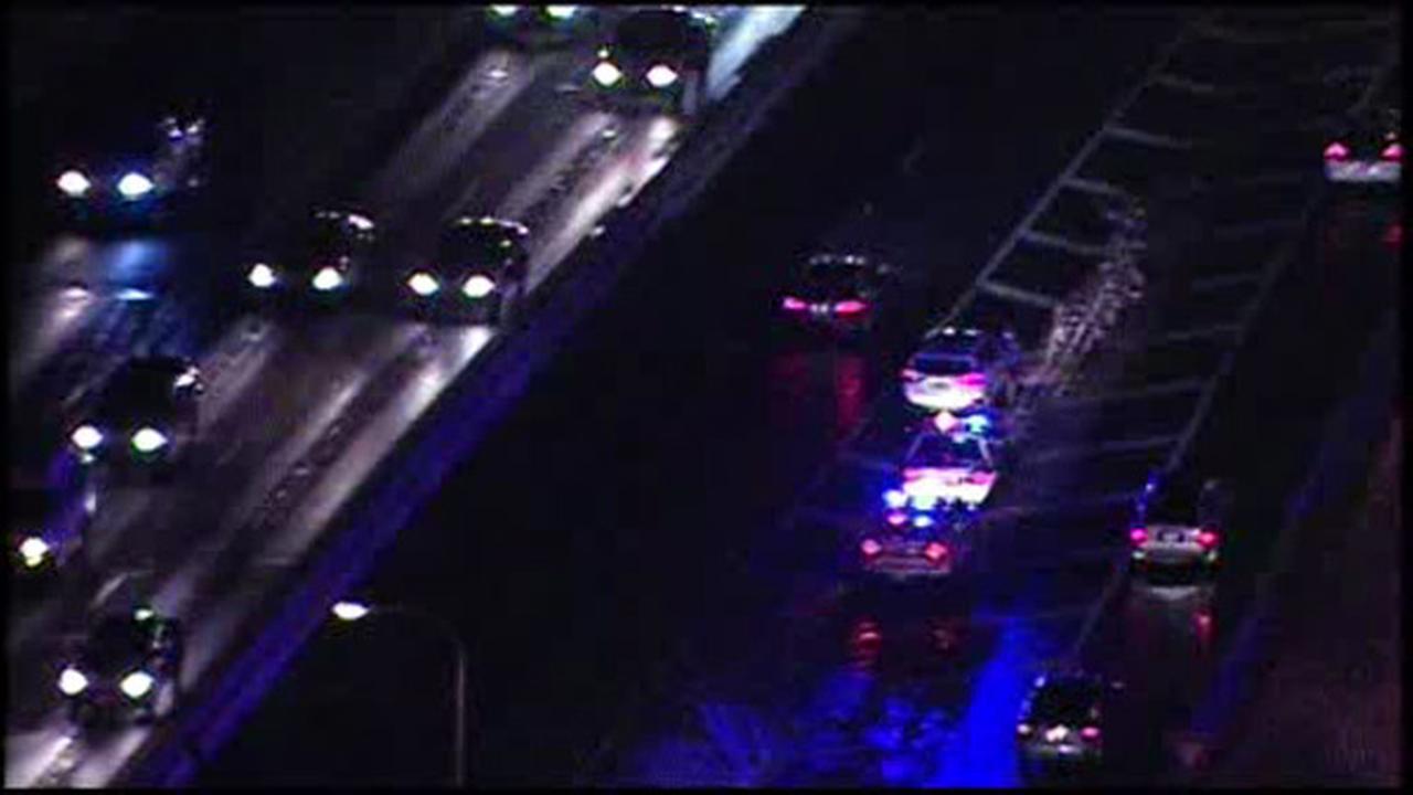 Pedestrian found lying on Schuylkill Expressway