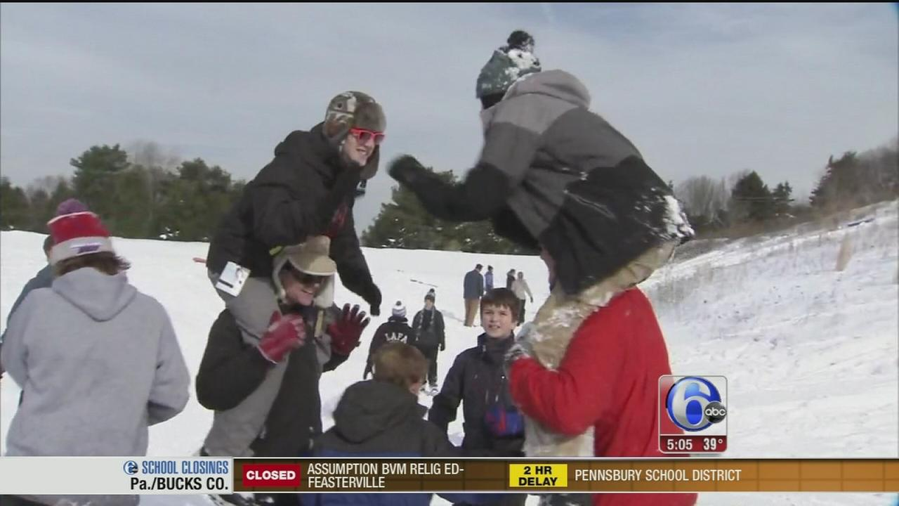 VIDEO: Students having fun in the snow