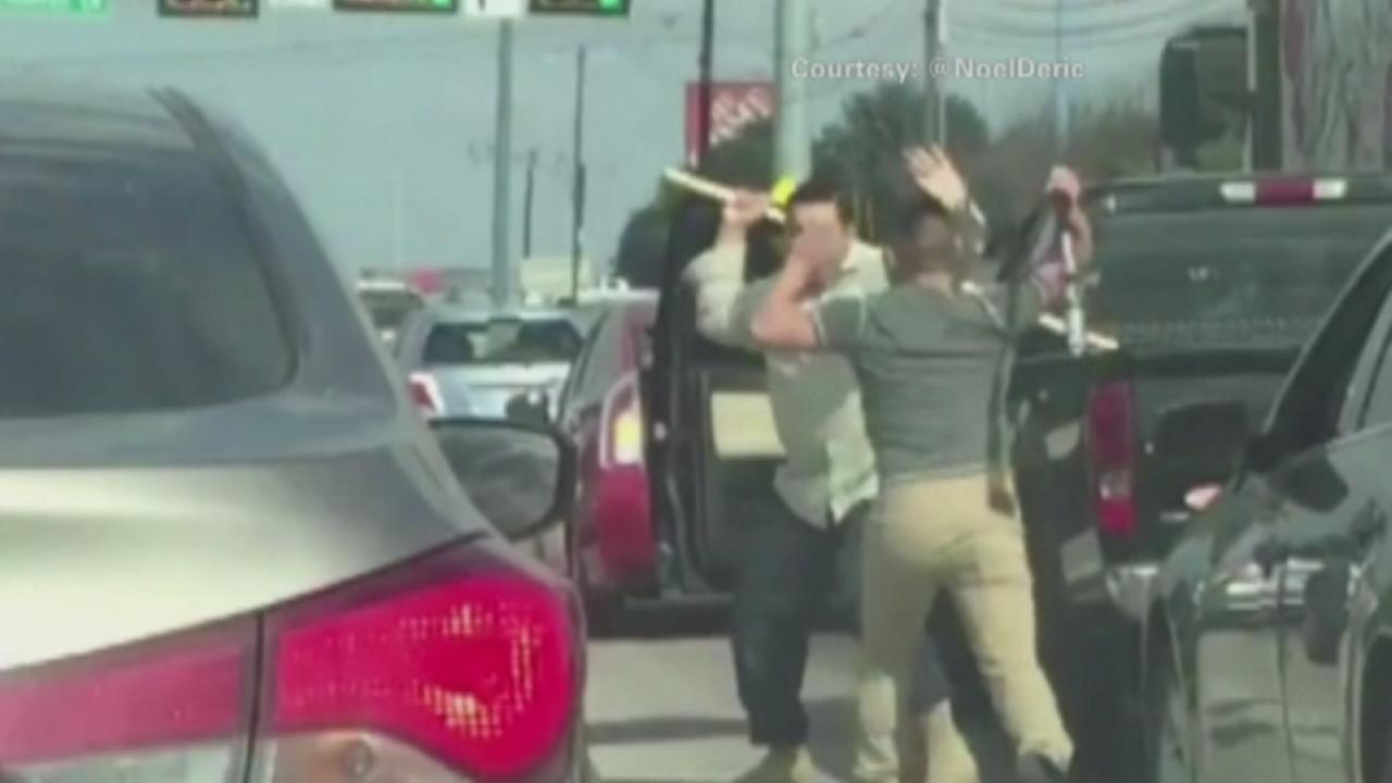 VIDEO: 2 drivers wield bat, rod in Austin road rage fight