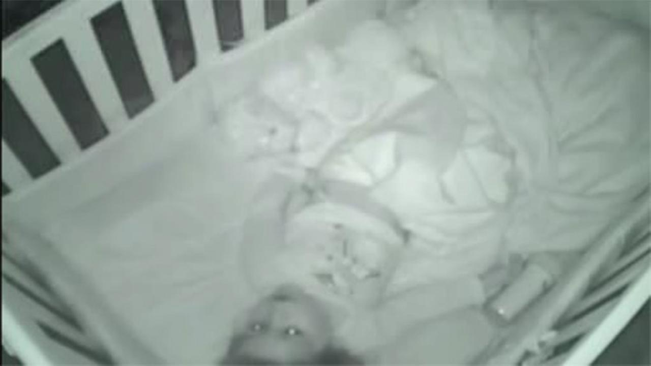 Toddler prays alone before bedtime