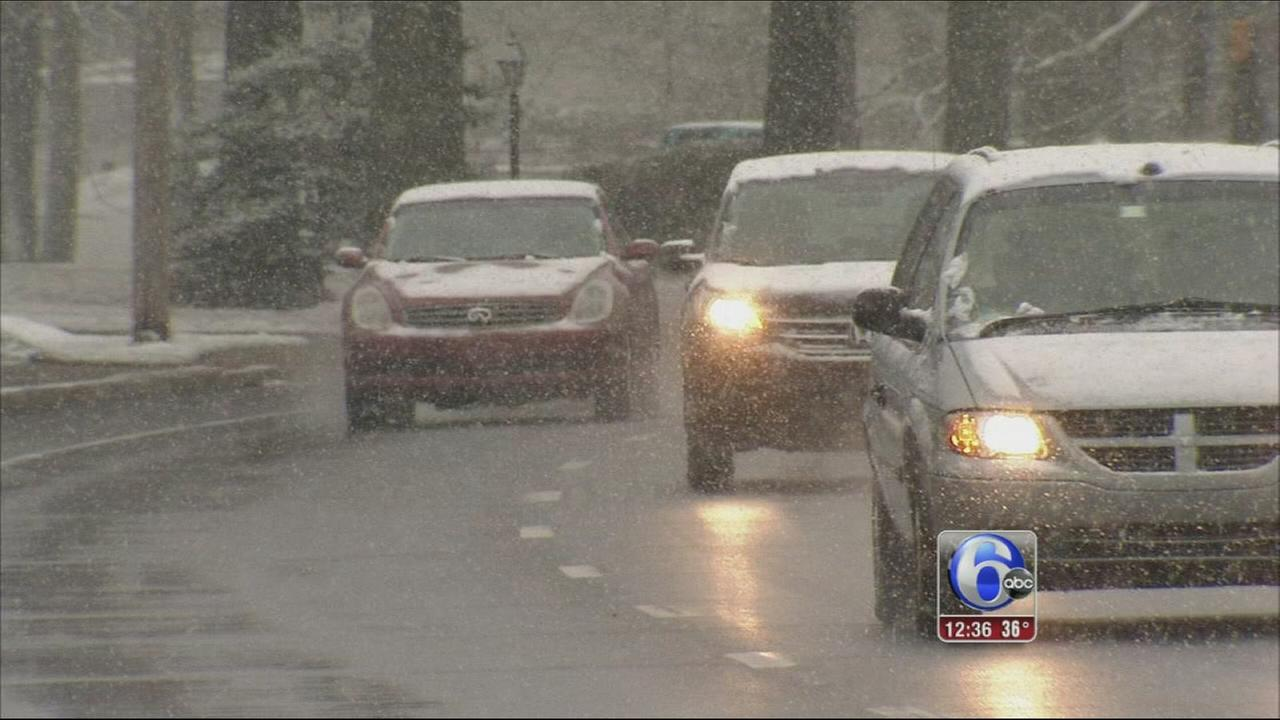 VIDEO: Snow showers slow morning commute in Delaware