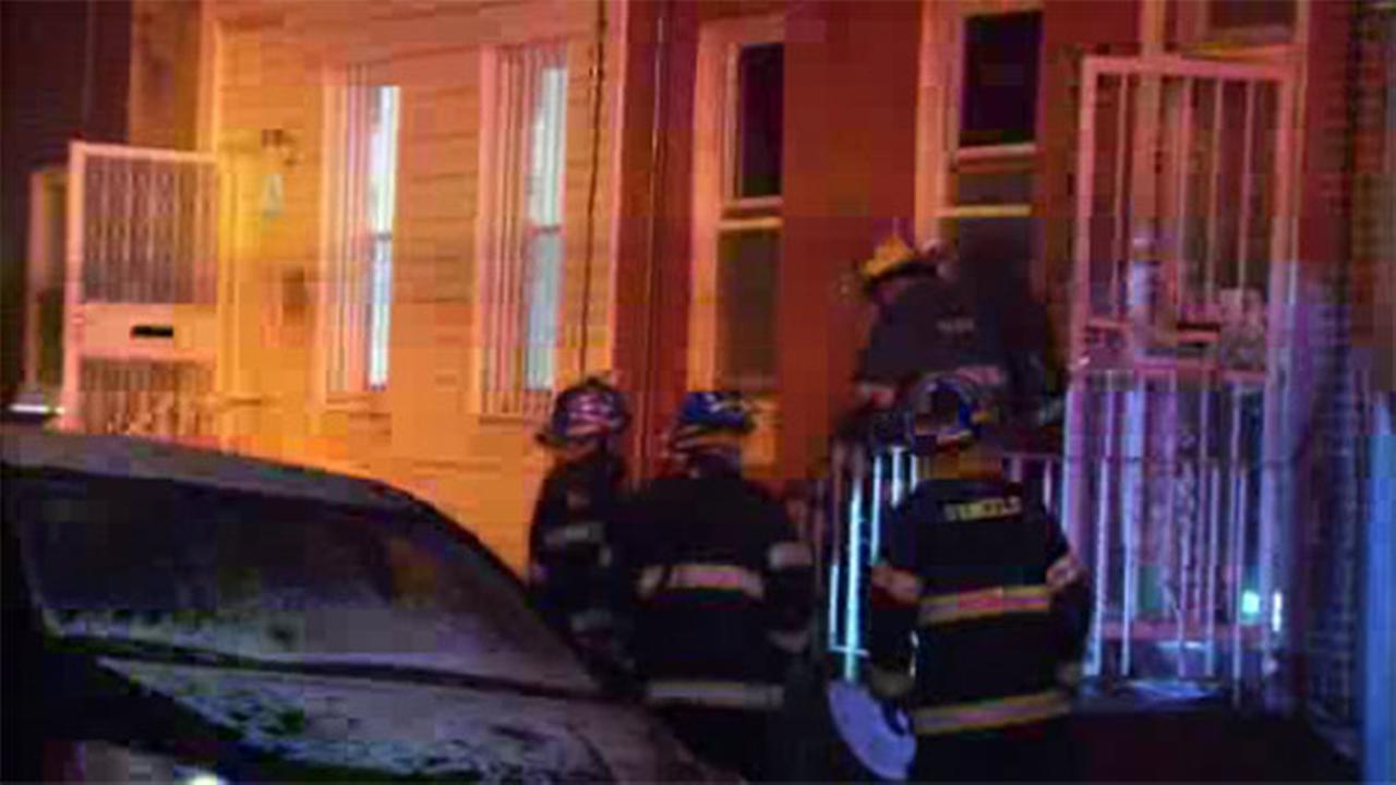 2 injured in kitchen fire in Point Breeze