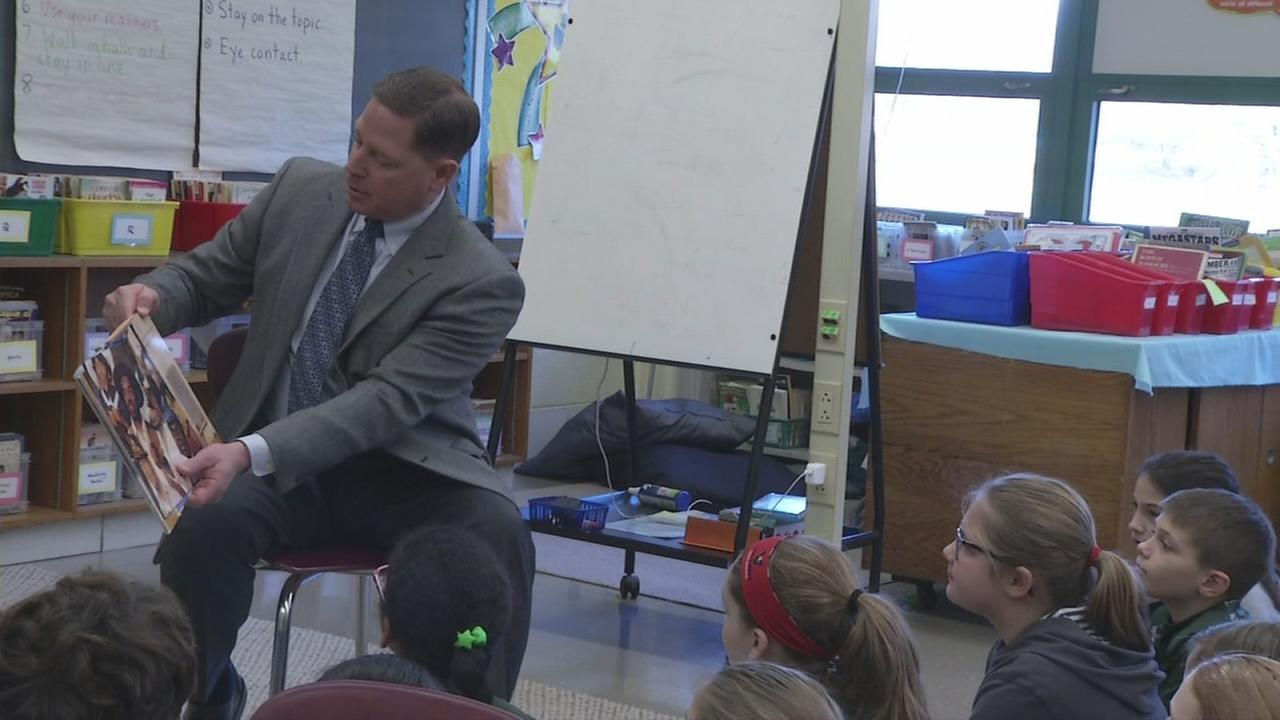 VIDEO: Councilman Dave White reads to students