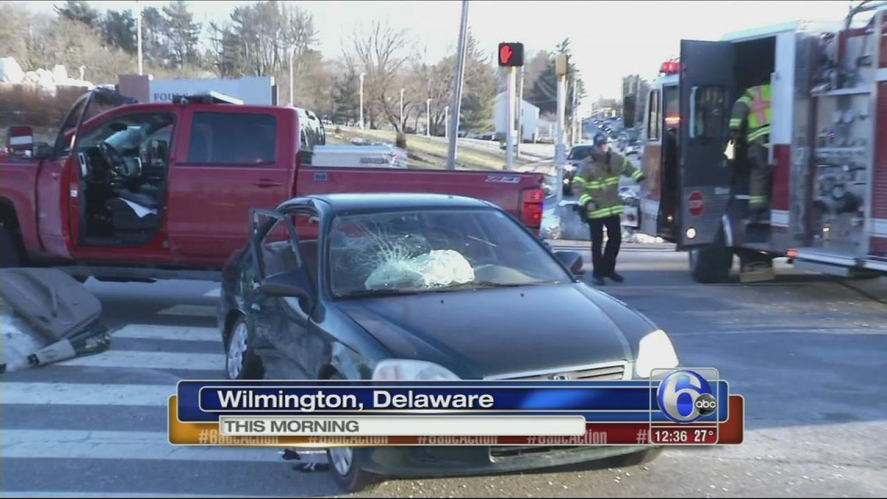 VIDEO: 4 teens hurt in Del. crash