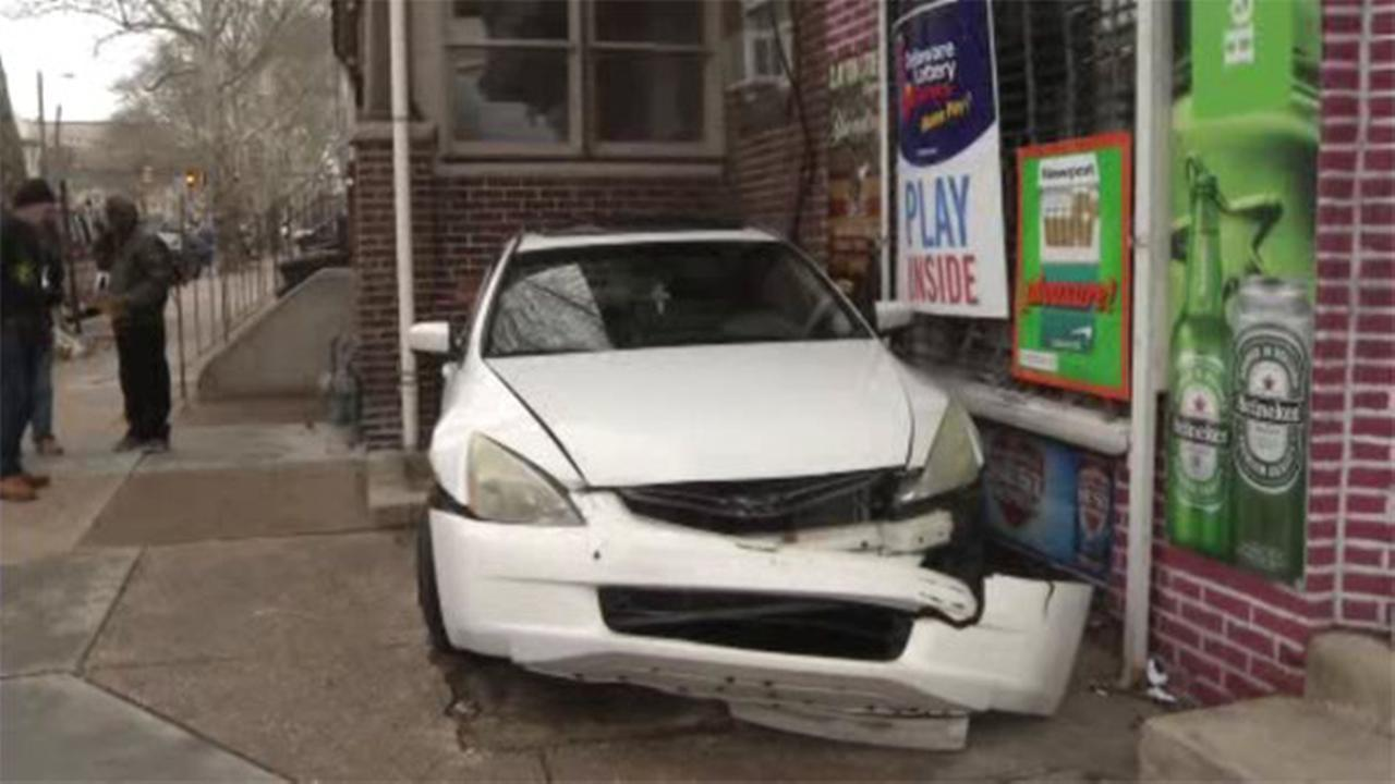 Driver slams into liquor store in Wilmington