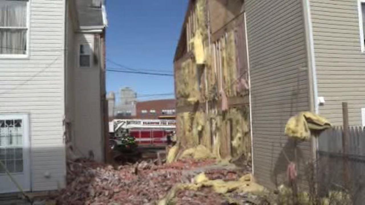 Crews respond to Wilmington building collapse
