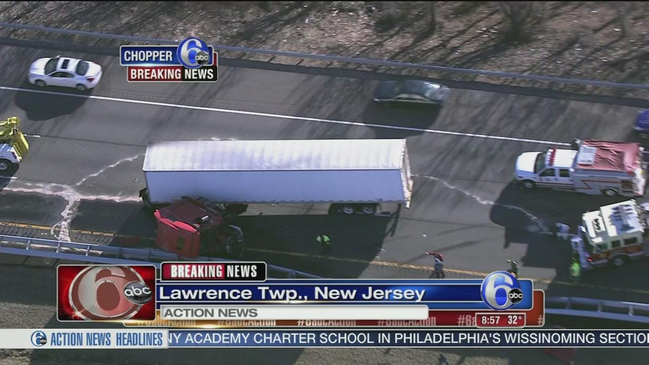 VIDEO: Tractor-trailer crash on I-295
