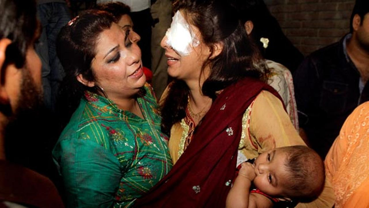 A woman injured in the bomb blast is comforted by a family member at a local hospital in Lahore, Pakistan, Sunday, March, 27, 2016.AP Photo/K.M. Chuadary