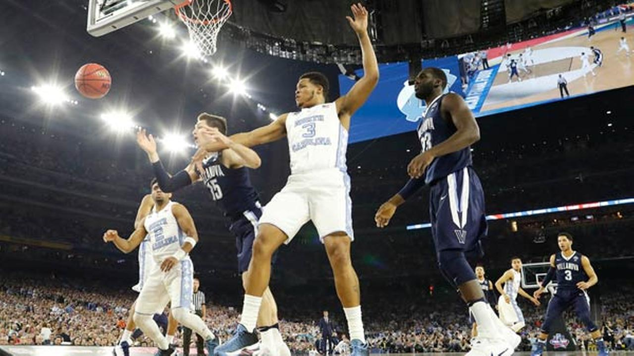 Villanova guard Ryan Arcidiacono (15) vies for a loose ball with North Carolina forward Kennedy Meeks (3) during the first half of the NCAA Final Four tournament   championship.