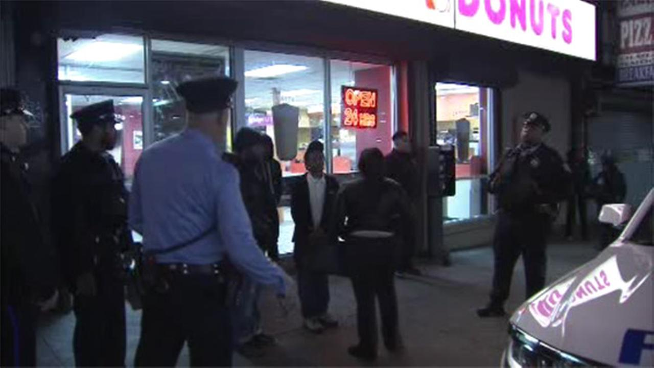 Suspects sought in Dunkin  Donuts robbery in Olney
