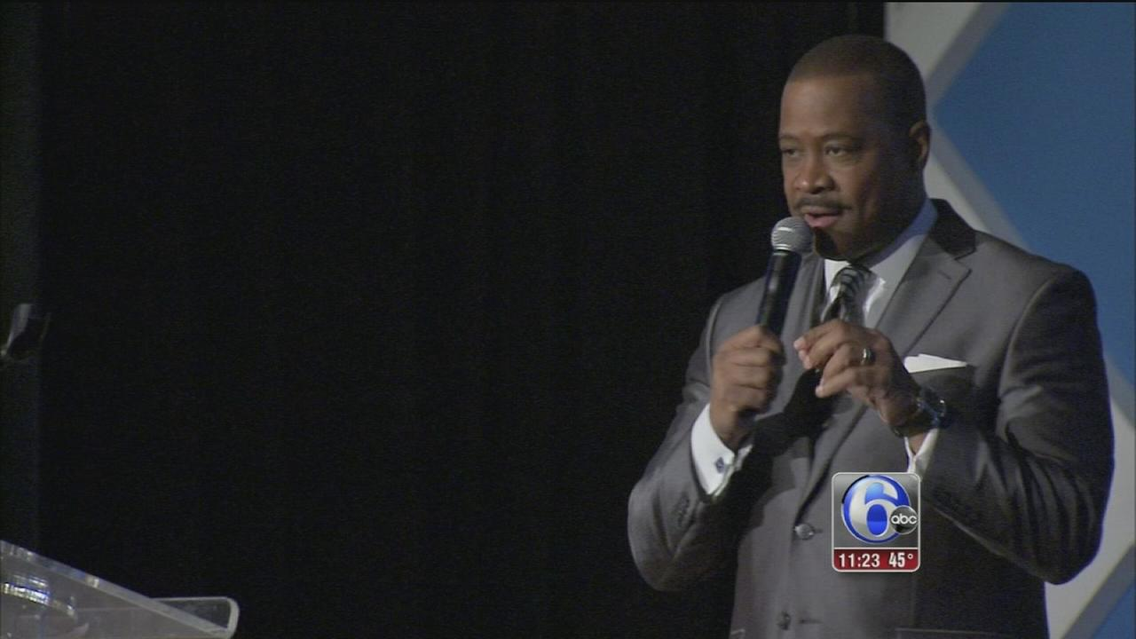 Rick Williams emcees community fundraiser