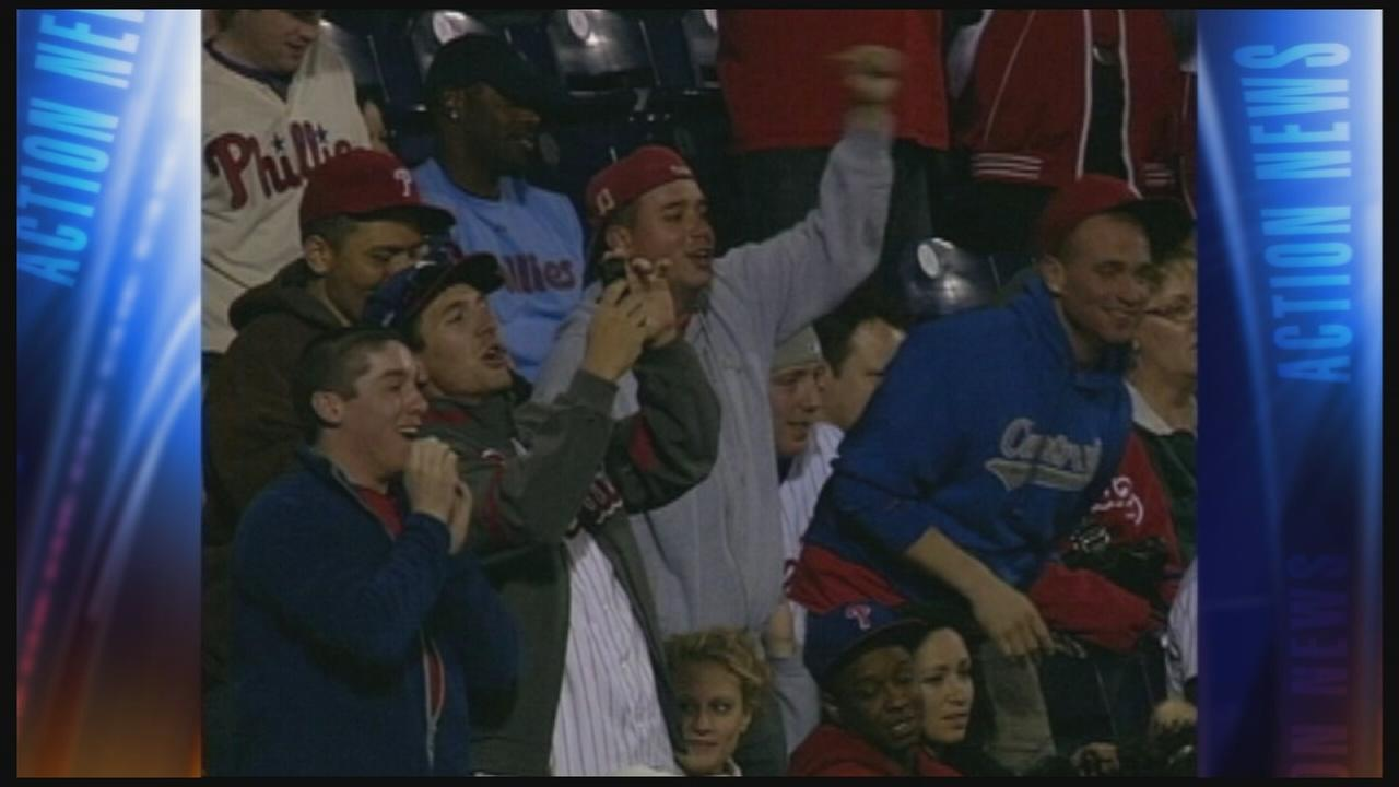 VIDEO: USA chants break out at Phillies game
