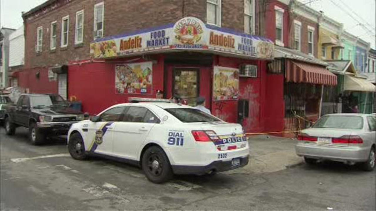 2 stabbed during fight in North Philly store