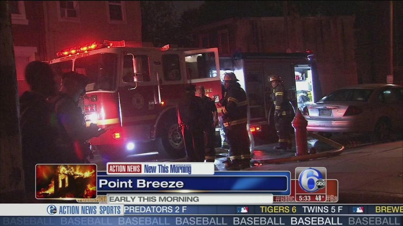 VIDEO: Vacant building burns in Pt. Breeze