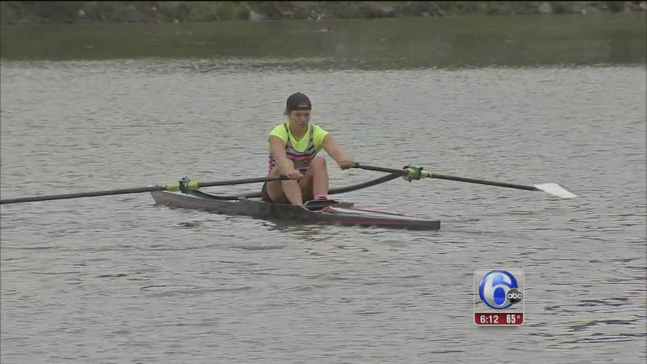 VIDEO: Rowers have trouble with Schuylkill River