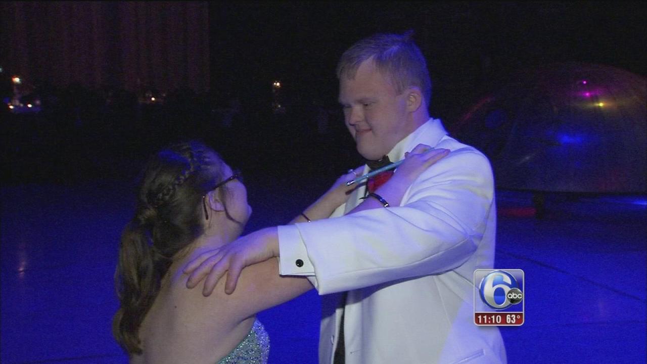 VIDEO: Bucks Co. teen who became internet sensation attends senior prom