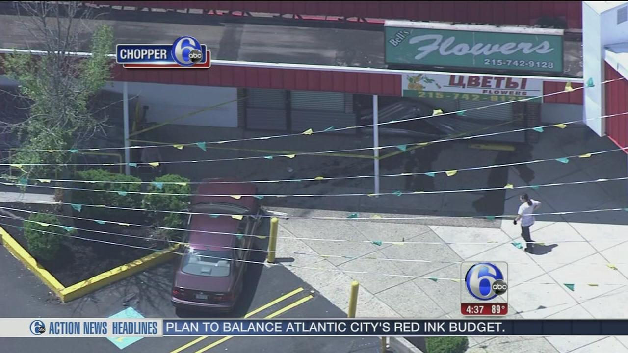 VIDEO: Car into building