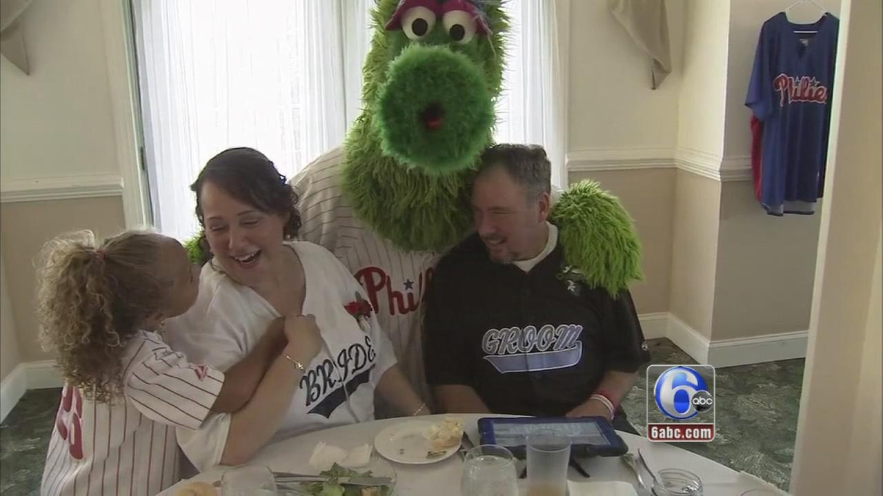 VIDEO: Phanatic crashes NJ wedding
