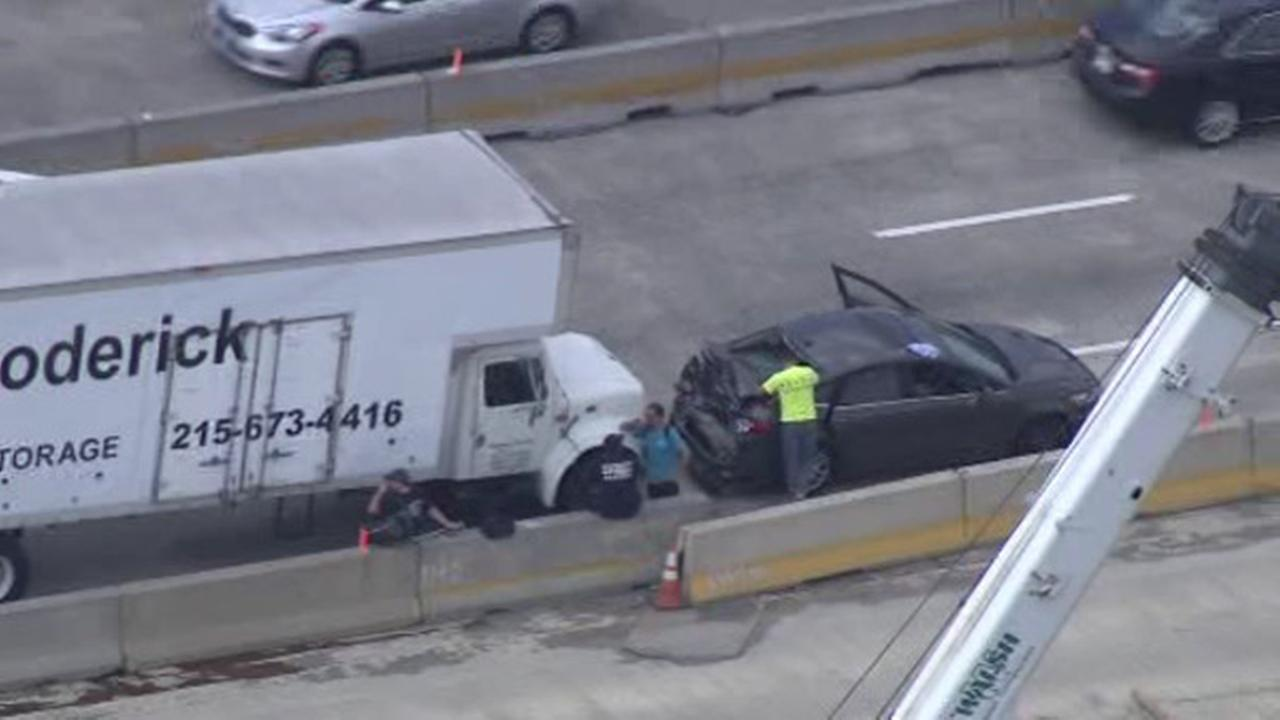 2 cars, 2 tractor trailers crash on I-95 in Northeast Philadelphia