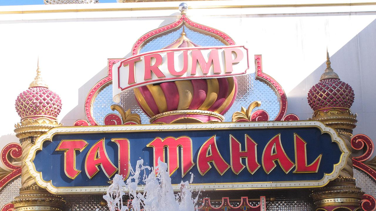 Atlantic Citys main casino workers union says it will go on strike Friday morning against the Trump Taj Mahal casino.