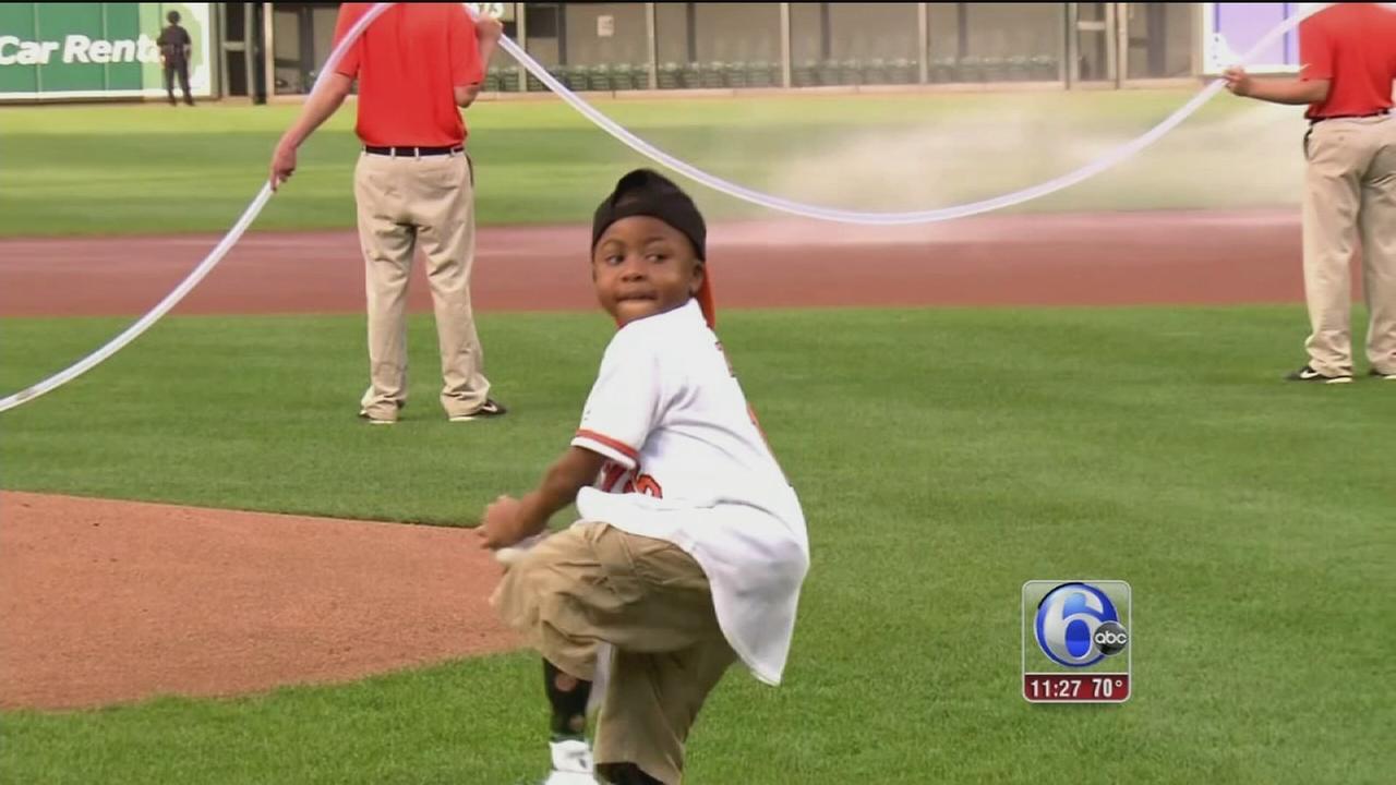 VIDEO: Zion throws out first pitch