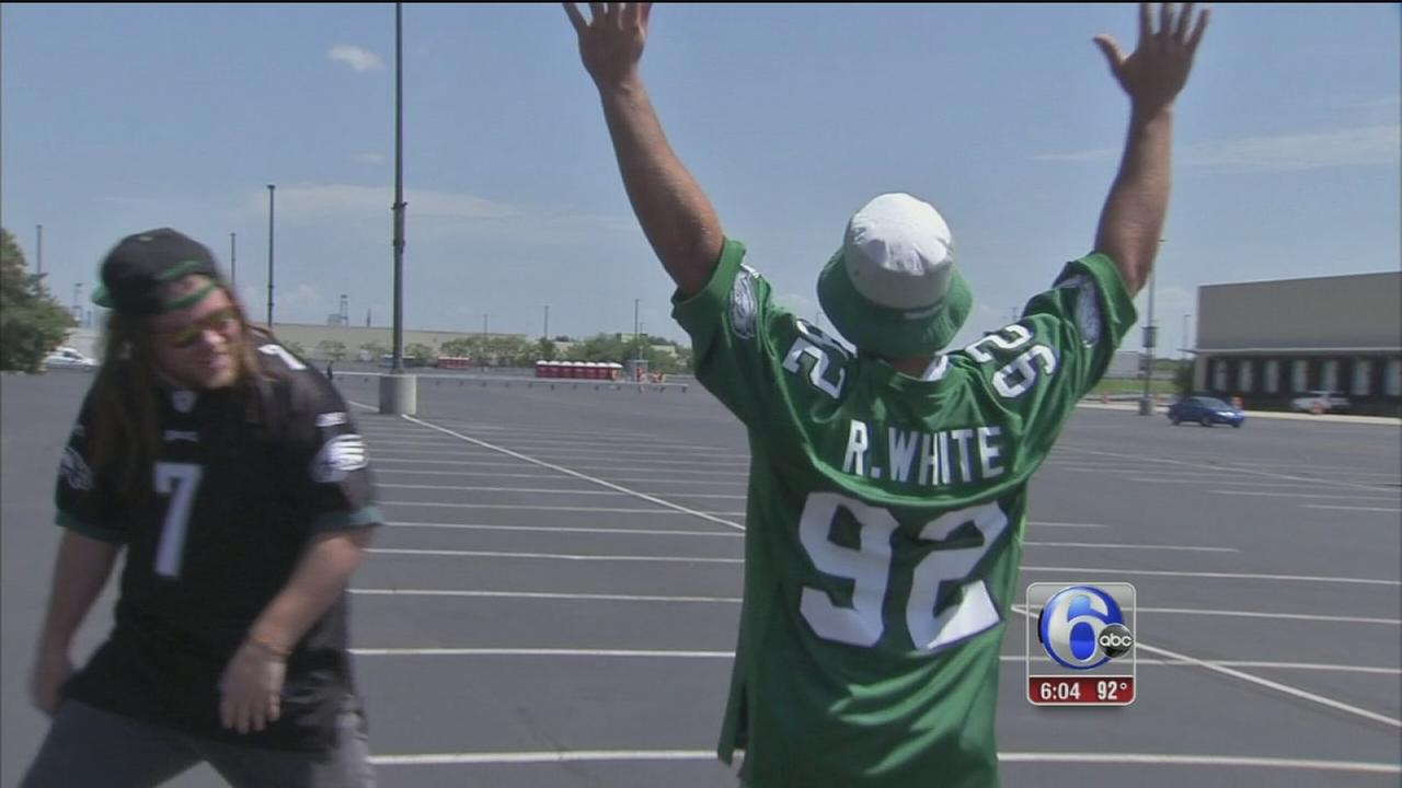 VIDEO: Fans get ready for football