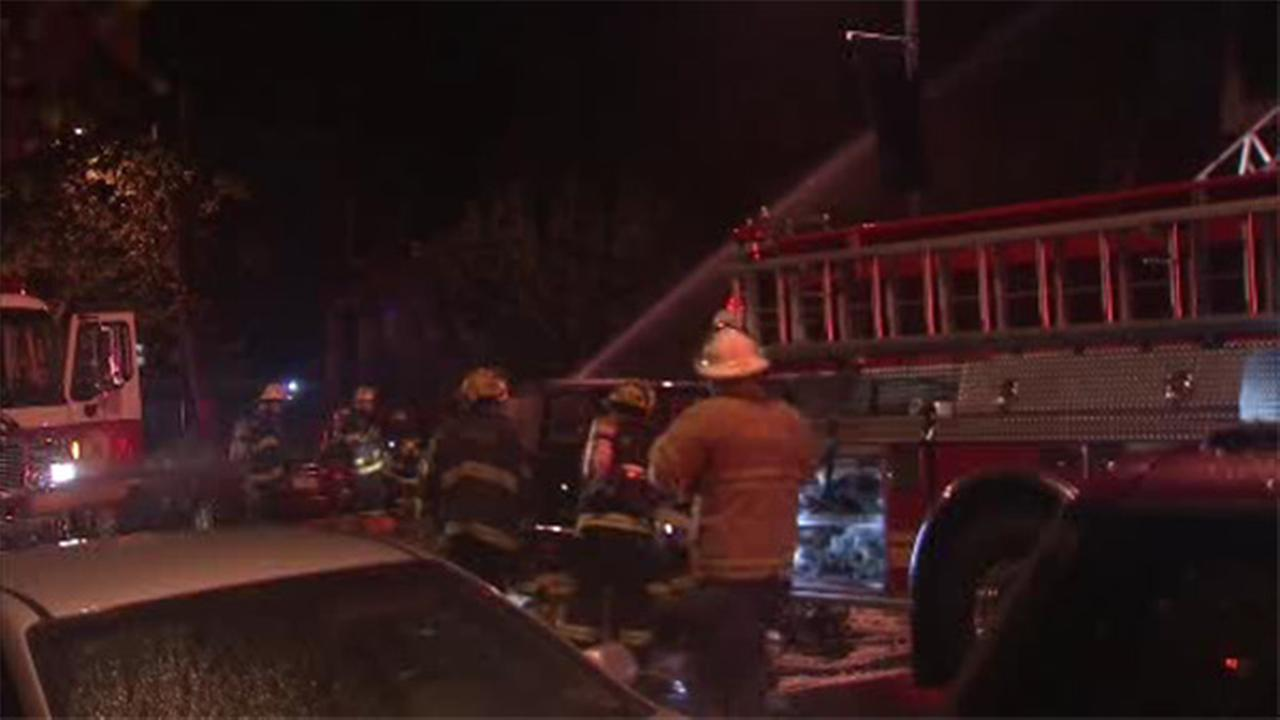 Firefighter hurt battling 2-alarm blaze in South Philly