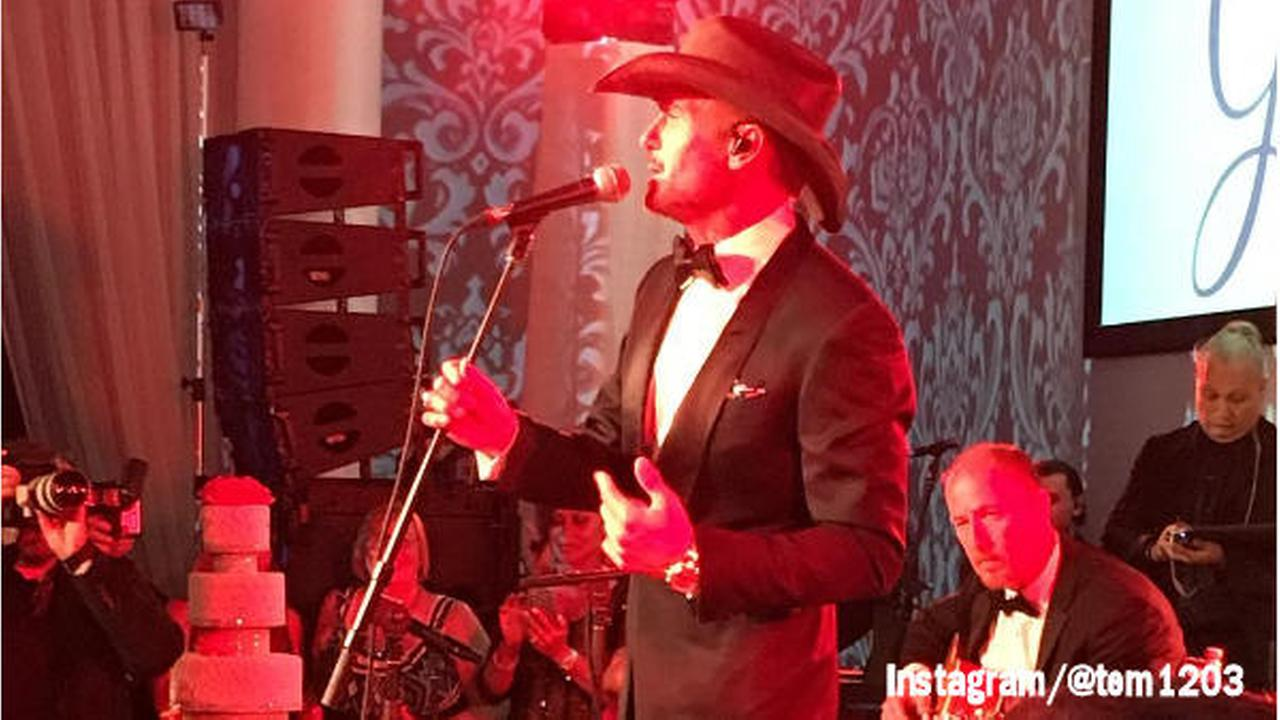 Tim McGraw surprises wedding, sings for newlyweds