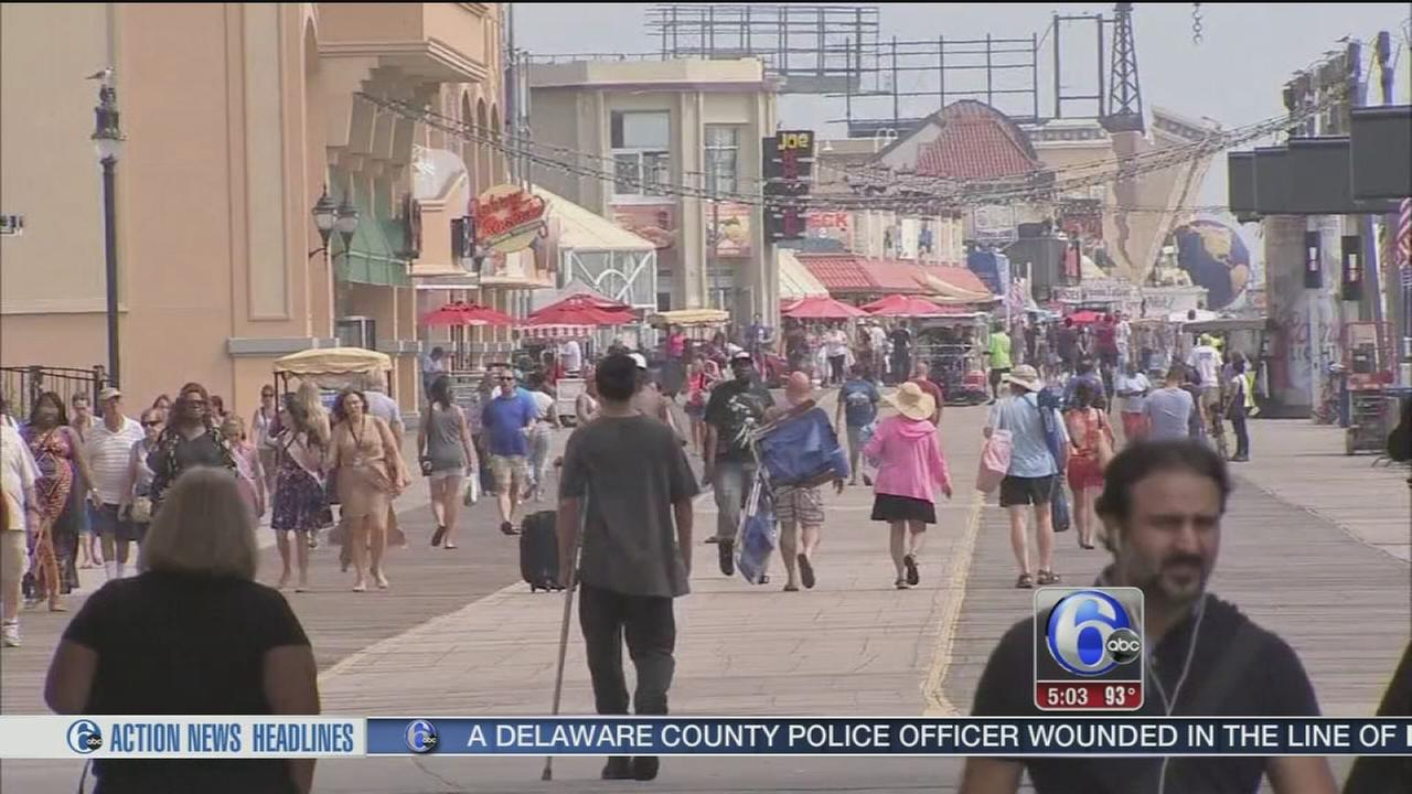 VIDEO: Shore-goers beat the heat in Atlantic City